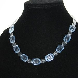 Beautiful NWOT Blue and crochet chunky necklace 18
